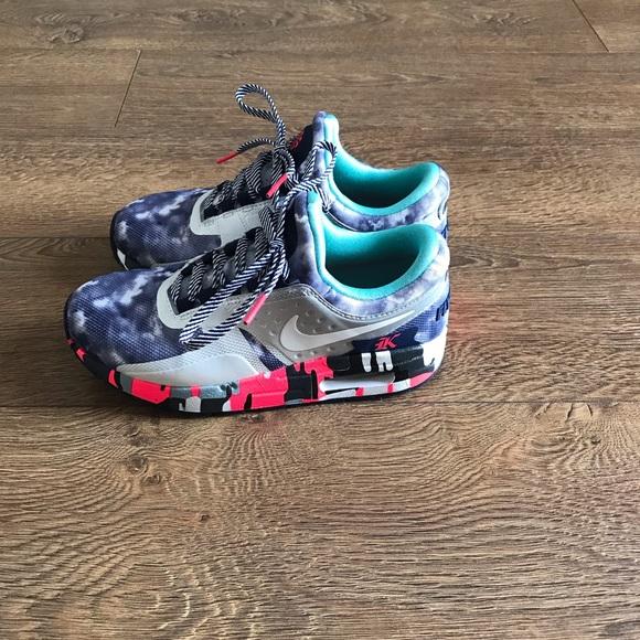 finest selection 68f8e 756f5 **RARE** Like new Youth Nike Shoes